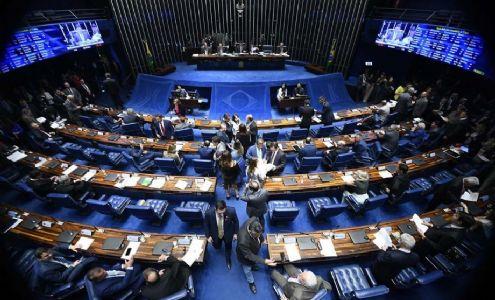 O Senado prorroga situação de emergência na saúde