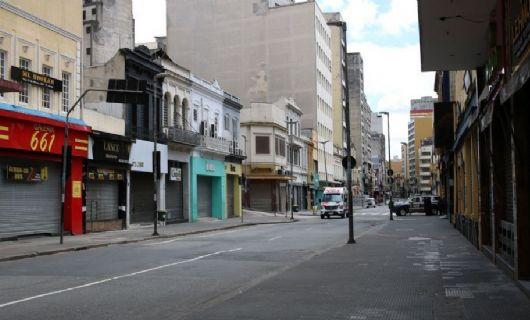 Os médicos pedem lockdown no Brasil