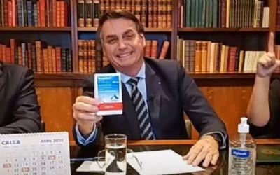 Governo Bolsonaro tenta de todas as maneiras dizer que sempre apoiou a vacinação. Só que declarações mostram o contrário