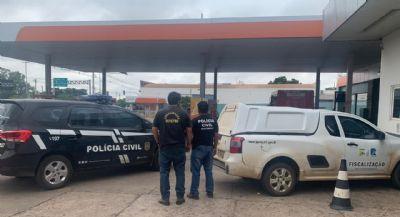 Polícia Civil e Ipem lacram bicos e bomba de posto de combustível por prejuízo ao consumidor