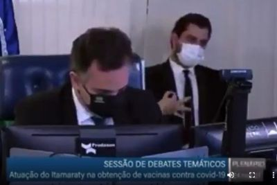 Jair Bolsonaro avisa que vai afastar do Planalto o assessor do gesto supremacista
