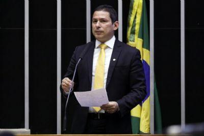 ALIADO DE BOLSONARO CRITICA DECRETOS DE ARMAS