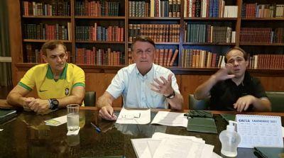Em live, Bolsonaro incita paulistas a se armarem contra João Doria