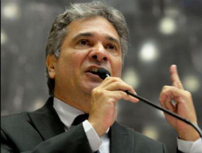 Deputado bolsonarista defensor do ''kit covid'' está em estado grave aguardando UTI