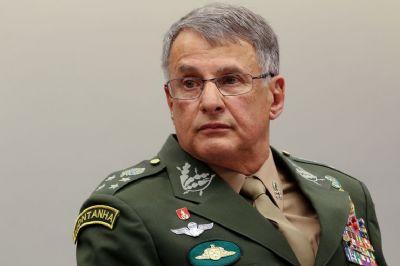 COMANDANTES DAS FORÇAS ARMADAS ENTREGAM CARGOS