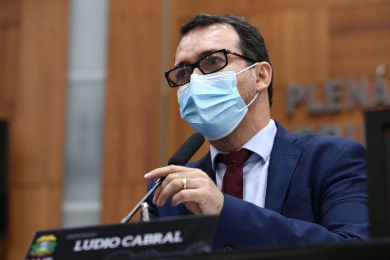 Para Lúdio Cabral, suspensão do decreto 522 mantém a população exposta ao vírus