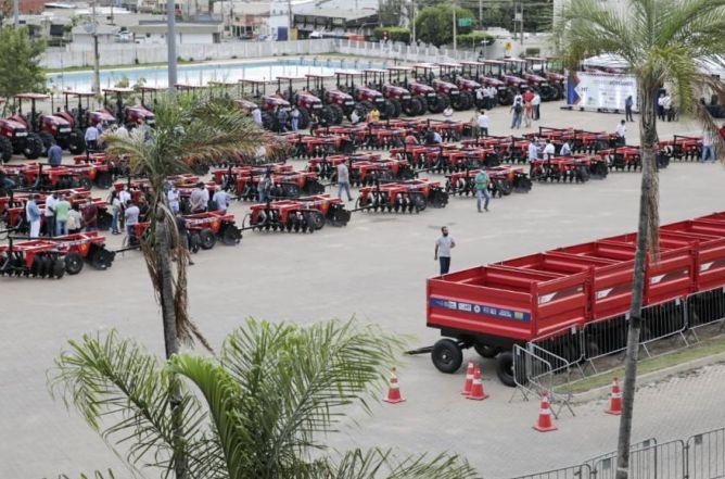 Governo de MT contempla pequenos produtores de 83 municípios com maquinários