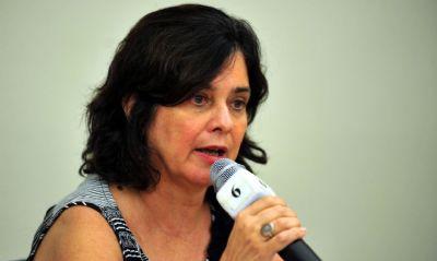 Fiocruz entrega pedido de autorização da vacina de Oxford e fala sobre início da vacinação