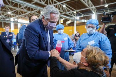 Presidente da Argentina testa positivo para covid mesmo após duas doses da Sputnik V