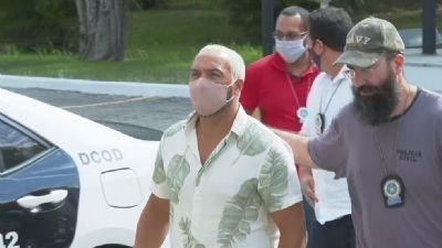 O cantor Belo é preso após show em escola no RJ