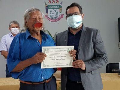 Unemat entrega diploma de Doutor Honoris Causa ao cacique Raoni