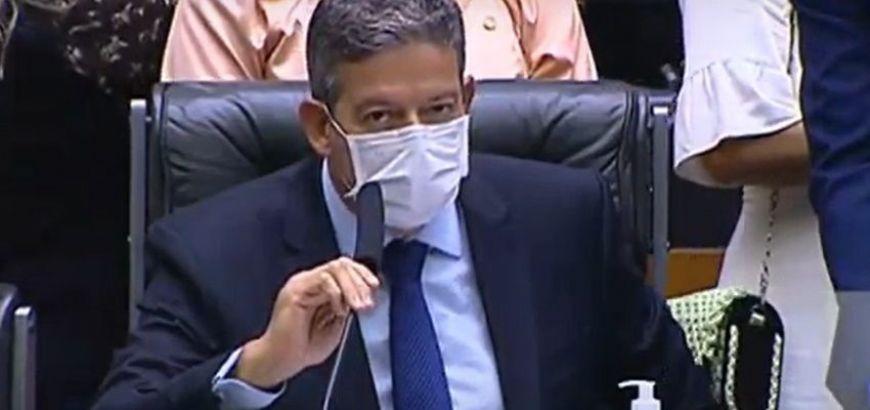 Lira ''se acerta'' com Bolsonaro e agora defende a PEC do voto impresso (Crédito: Reprodução)