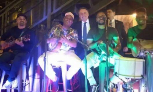 Sem máscara, Bolsonaro vai a festa com pagode (Crédito: Reprodução/Instagram)