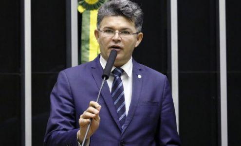 José Medeiros integra a lista de lista de políticos que espalharam fake news sobre a covid-19 (Crédito: Agência Câmara de Notícias)