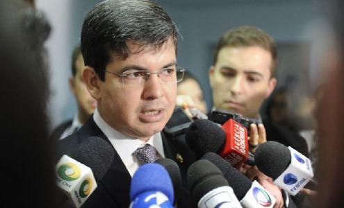 Randolfe provoca a PF a apurar divulgação, pelo Presidente, de processo sigiloso (Crédito: Marcos Oliveira / Agência Senado)