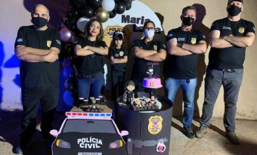 Polícia Comunitária prestigia aniversário de quatro anos de menina que sonha em ser policial civil (Crédito: Polícia Civil-MT)