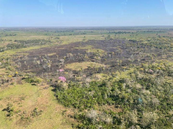 Bombeiros combatem incêndio subterrâneo na TI Baía dos Guató