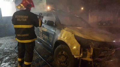 Doze suspeitos de participação em incêndio a viatura de delegacia são autuados em flagrante