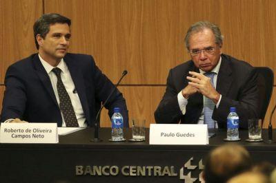 Paulo Guedes e Roberto Campos Neto são convocados a explicar contas em paraíso fiscal