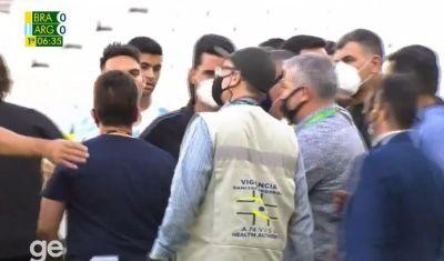 Anvisa age com independência, paralisa Brasil x Argentina e pede deportação de jogadores