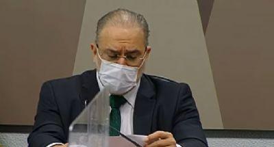 Aras faz discurso ensaiado contra a Lava Jato e CCJ aprova recondução por 21 x 6