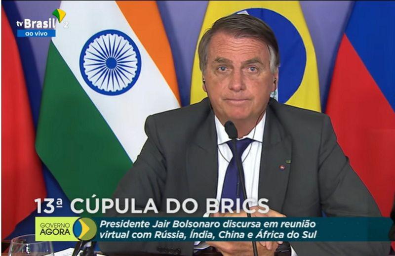 Bolsonaro critica greve de caminhoneiros e elogia parceria com a China