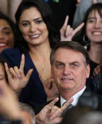 Chifre é o menor dos problemas na cabeça de Bolsonaro, dizem especialistas
