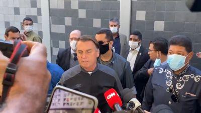 Bolsonaro tem alta, defende tratamento precoce e Pazuello