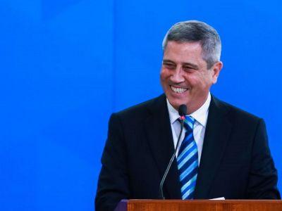 Senador requer mensagens de e-mail trocadas entre Braga Neto e o Ministério da Saúde