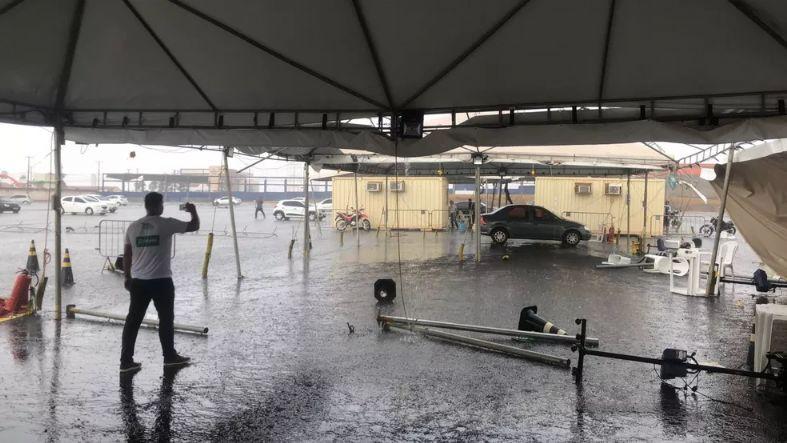 Chuva e ventania prejudicam vacinação contra a covid-19 em Cuiabá
