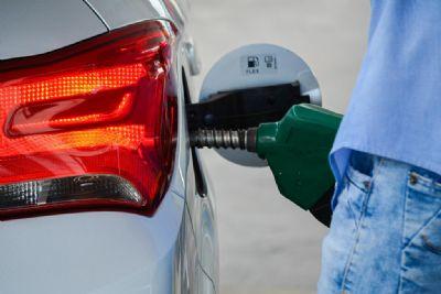 """""""Política de preço da Petrobras é a responsável pelo aumento dos combustíveis"""", afirma diretor do Sindipetróleo"""