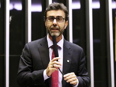 DEPUTADO FREIXO PREVÊ PRISÃO DE BOLSONARO E SEUS FILHOS POR