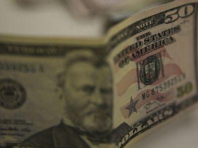 Dólar fecha na maior cotação desde abril