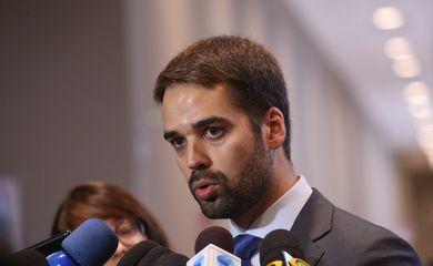 EDUARDO  LEITE VENCE BOLSONARO POR 44% A 34%