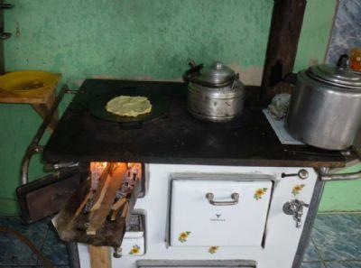 Os brasileiros estão usando mais fogão a lenha do que gás de cozinha