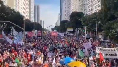 Em 18 estados manifestantes exigem impeachment de Bolsonaro