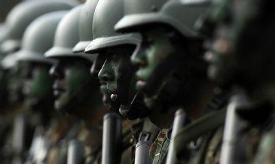 COMANDANTES DAS FORÇAS ARMADAS GARANTEM QUE NÃO TERÁ GOLPE DE JEITO NENHUM
