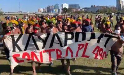 Indígenas protestam contra o PL 490 que altera Estatuto do Índio