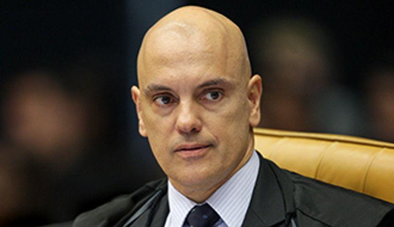 PF aponta participação de irmãos Bolsonaro na orcrim das fake news e Moraes abre novo inquérito
