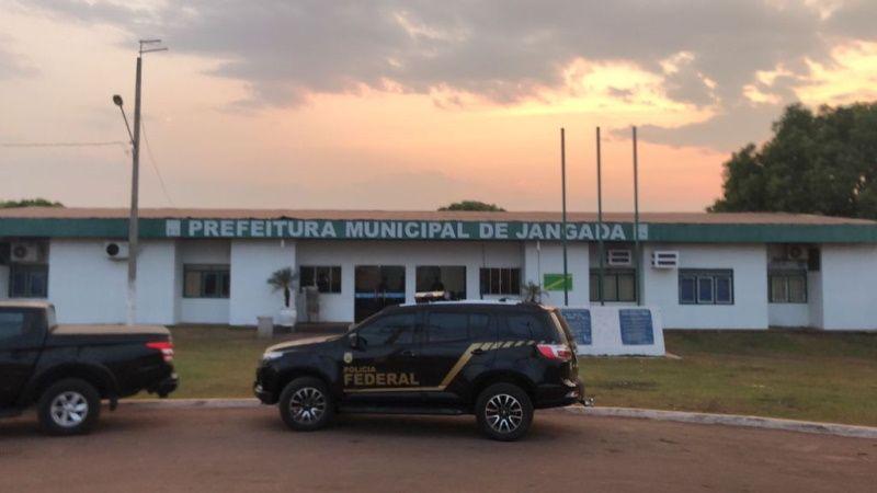 Operação da PF mira prefeitura de Jangada em esquema de fraude em licitação