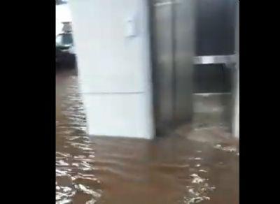 Chuva em Cuiabá alaga PS, avenidas e causa estragos