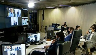 Congresso Nacional aprova o golpe do fundão e redes sociais revidam: canalhas!