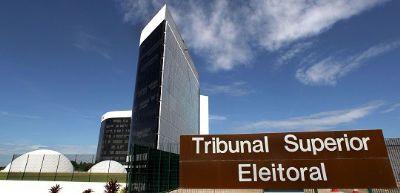 Ministros do TSE avaliam hipótese de Bolsonaro ficar inelegível