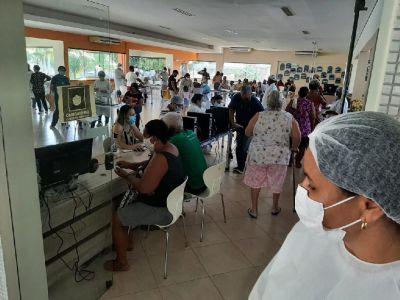 Vacinação: Delegacia do idoso apura filas e aglomeração no SESC Balneário